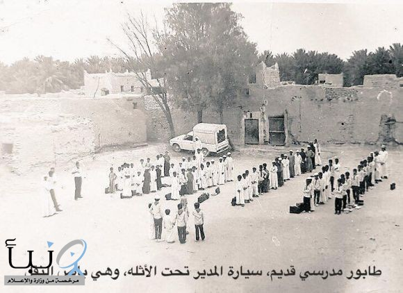 هذه الصوره لمدرسة زيد بن الخطاب في اليمامه بالخرج  اتوقع عام 1396هـ