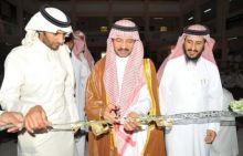 الزهراني  يفتتح معرض إلا صلاتي بثانوية الأمير ناصر بن عبد العزيز