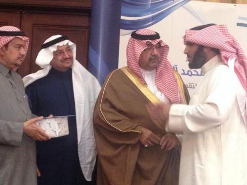 في ملتقى السلامة وزير التربية يكرم المعلم منقذ الطفلين