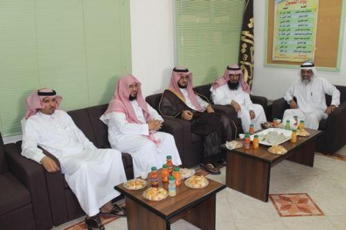 رئيس مركز الدلم يفتتح معرض الأسبوع العلمي الأول بثانوية الأمير ناصر بالدلم