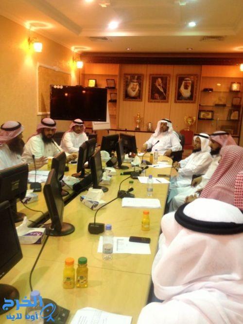 مدير التربية والتعليم بالخرج  يترأس اجتماع الشؤون التعليمية