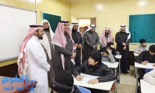 وزير التعليم يتفقد سير الإختبارات في مدارس الرياض