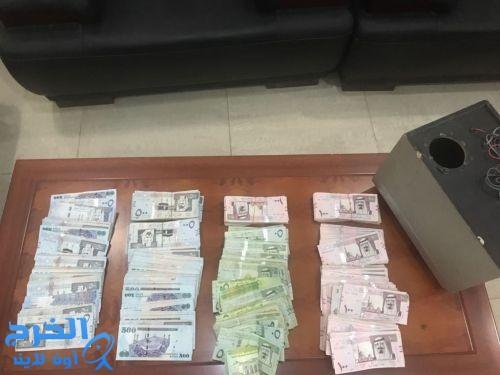 القبض على 3 أشخاص من الجنسية السودانية اعتدوا وسلبوا 350 ألف ريال