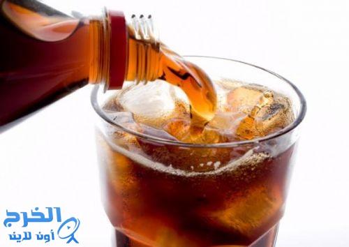 تناول المشروبات الغازية أثناء الأكل يهدد بأمراض خطيرة