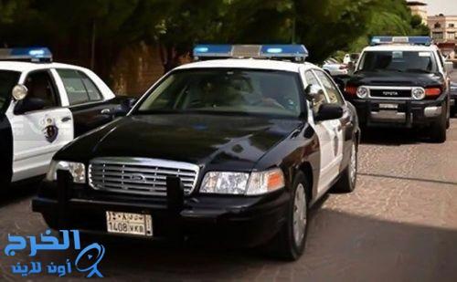 السارق «الصغير» في قبضة رجال الشرطة
