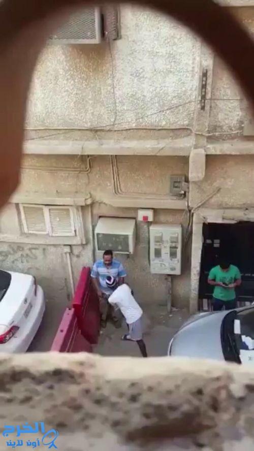 شرطة الرياض تضبط مواطناً اعتدى على مقيم آسيوي