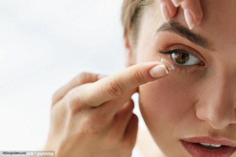 عدسات لاصقة تدعم قطرات العين