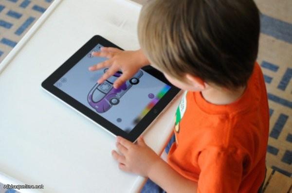 دراسة: الأجهزة الإلكترونية تؤخر نمو الطفل وتُضعف مهاراته