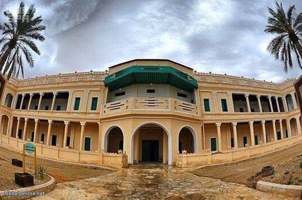 دارة الملك عبدالعزيز توثق تاريخ قصر الملك عبدالعزيز بالخرج الذي استخدمت فيه النوافذ الزجاجية