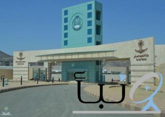 تكريم طالبة أوصلت زميلاتها لجامعة الباحة عقب تعرض سائقهن للإغماء