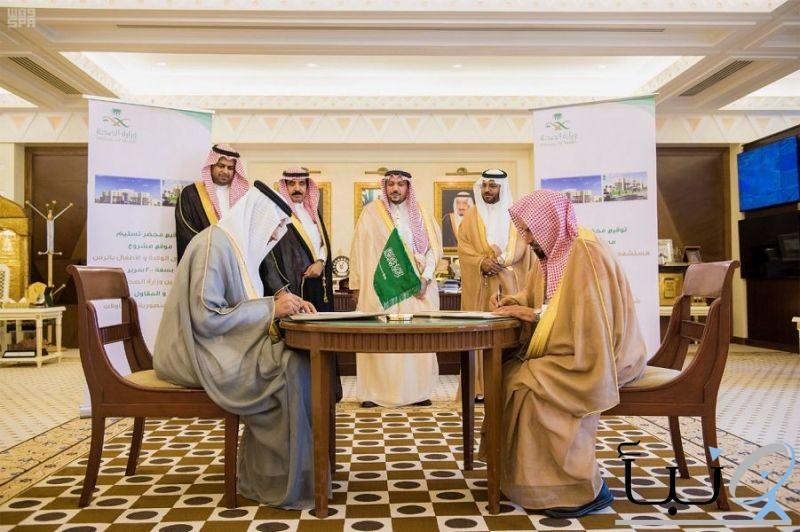 أمير القصيم يشهد عقد توقيع استكمال مشروع مستشفى الولادة والأطفال بالرس