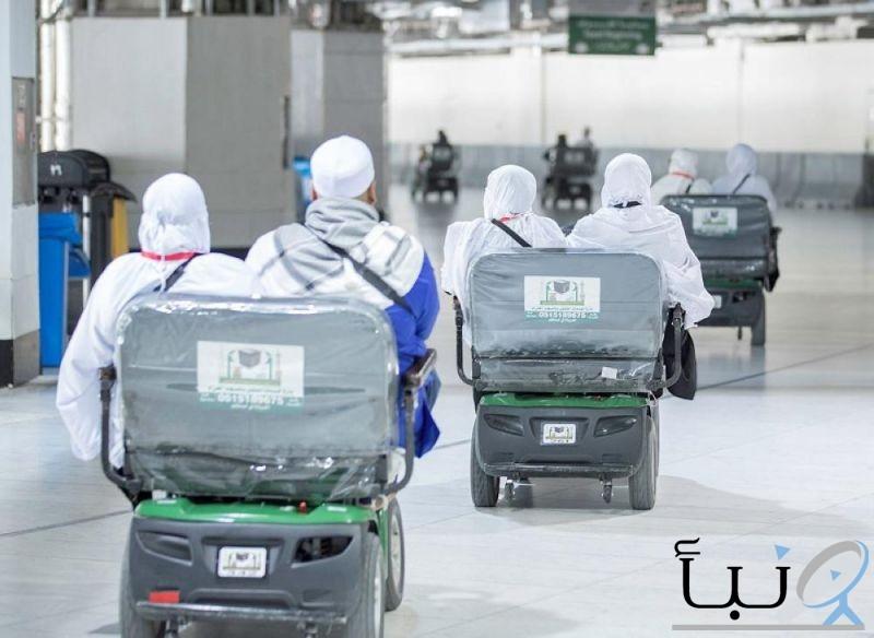 إدارة خدمات التنقل بالمسجد الحرام توزع العربات مجاناً