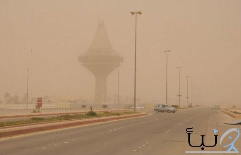 موجة غبار تجتاح #الخرج ومراكزها .. وانعدام الرؤية بشكل شبه كامل.