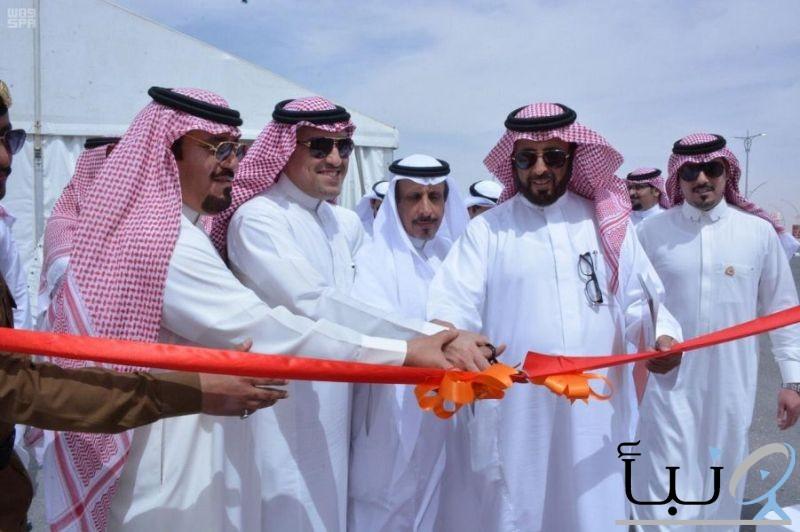 """وكيل وزارة الشؤون البلدية والقروية يفتتح 4 محطات وقود نموذجية بطريقي """"الرياض – الدمام"""" و""""القصيم – المدينة"""""""
