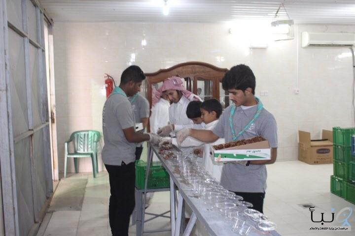 كشافة لجنة التنمية الاجتماعية #يالدلم تجهز وجبات إفطار الصائم بالتعاون مع الجمعية  الخيرية