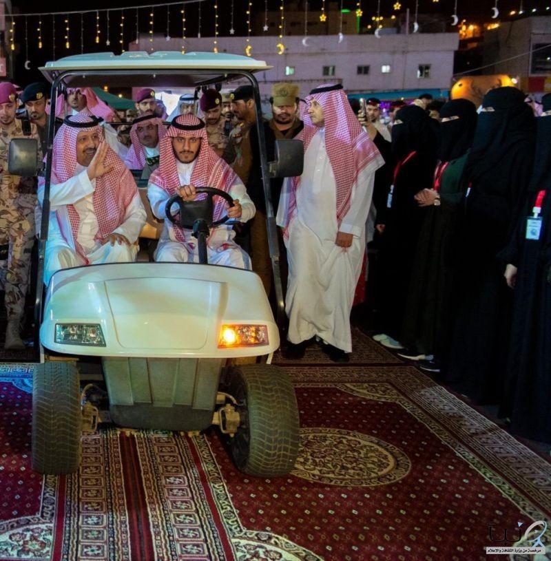 """الأمير حسام بن سعود يزور مهرجان """"فوانيس باحتنا"""""""