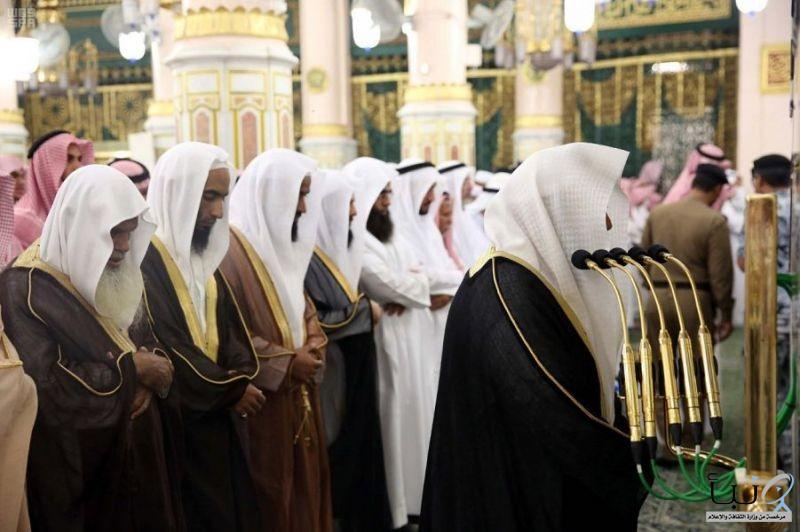#الشيخ السديس يؤم المصلين بالمسجد النبوي ويلقي كلمة توجيهية