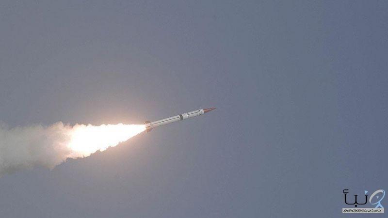 «الدفاع الجوي» يدمر صاروخاً حوثياً في سماء أبها