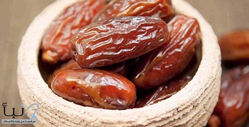 تناول 10 حبات من التمر يوميًا تمد الانسان بكامل احتياجاته اليومية