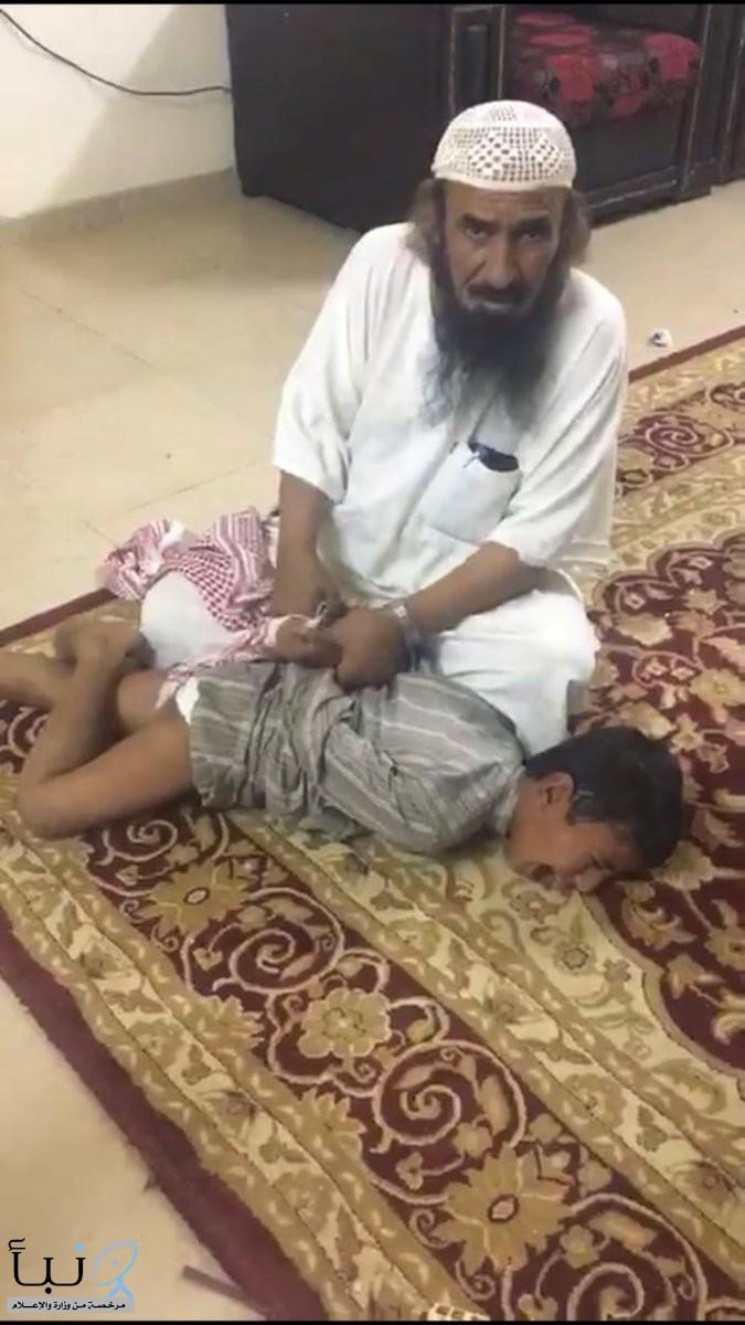 العمل تباشر  حالة تعنيف لطفل من قِبل شخص آخر