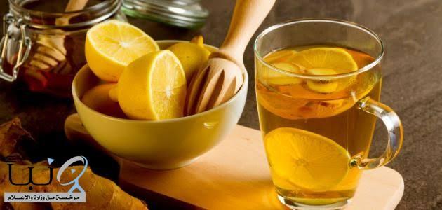 فوائد تناول الماء الدافئ مع الليمون في بداية اليوم