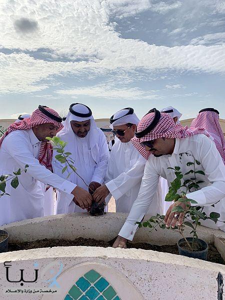 رئيس مركز وادي جازان يدشن مبادرة زراعة 1000 شتلة