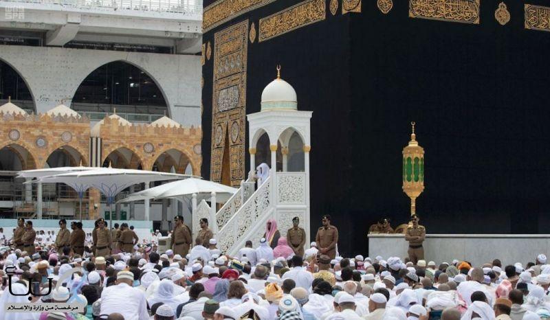 خطيب المسجد الحرام : إنَّ للإنسانِ شأنًا ليسَ لسائرِ المخلوقاتِ، فقد اختصَّه اللهُ مِنْ بَيْن خَلْقِه
