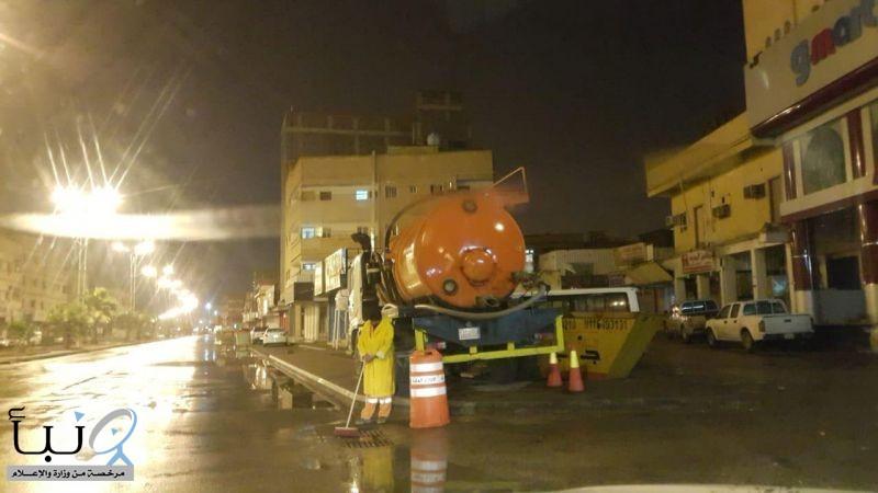 بمتابعة المهندس البكيري #بلدية_الخرج تواصل العمل لمواجهة تصريف مياه الأمطار التي تجتاح المحافظة