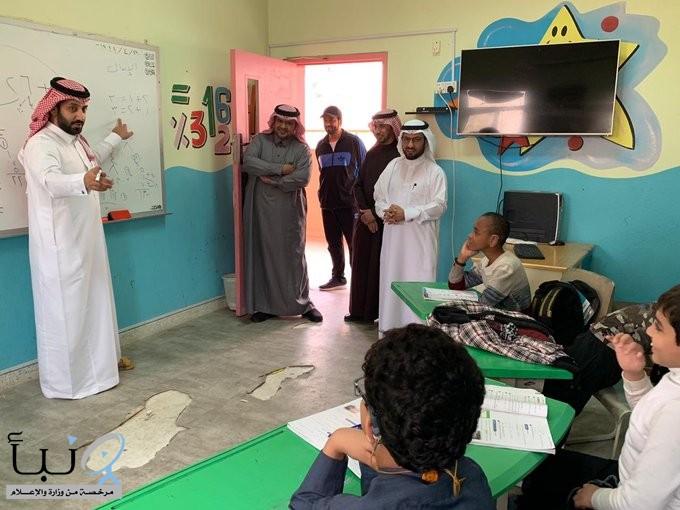 مدير #تعليم_الخرج يزور  مدرستي ثمامة بن آثال واليرموك الابتدائية