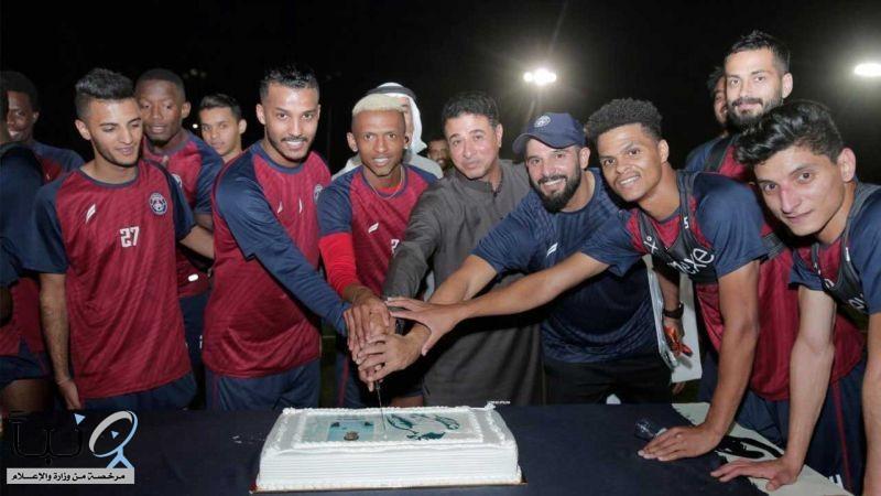 لاعبو #العدالة يحتفلون بانضمام نايف هزازي