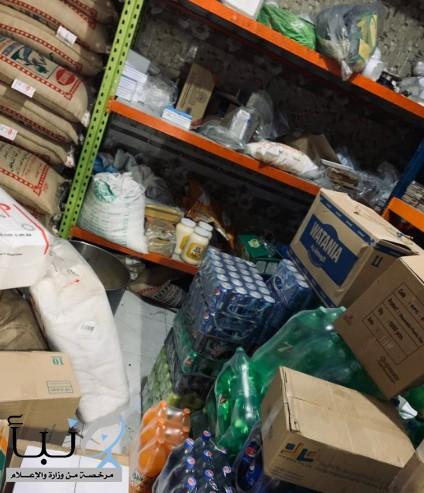 #إغلاق 13 محلاً تجارياً مخالفاً ومصادرة مواد غذائية فاسدة في #رجال_ألمع