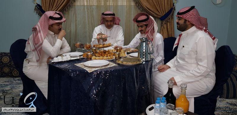 السفرة الرمضانية في #وادي_الدواسر عامرة بالقهوة العربية والتمر والحليب