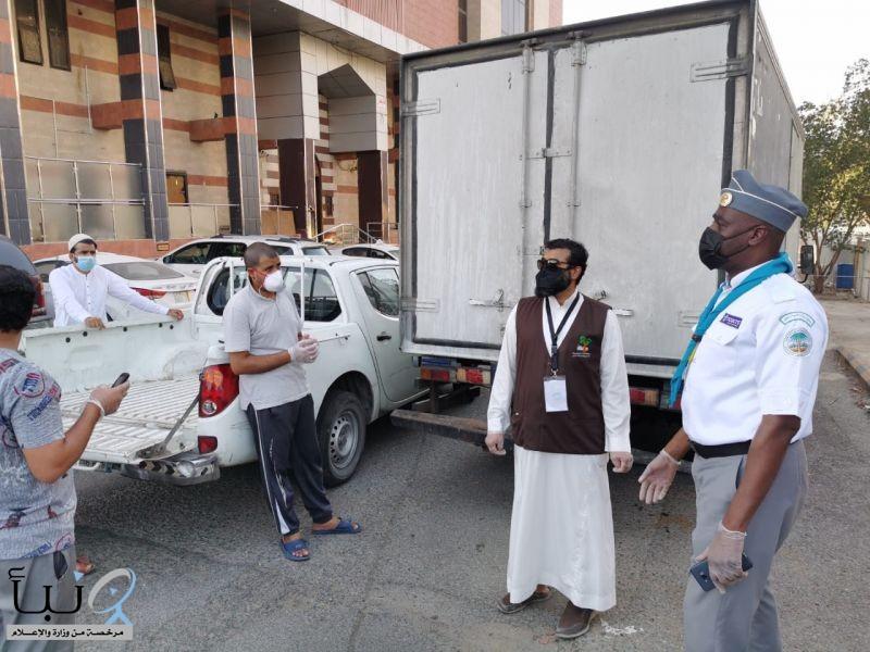 كشافة تعليم مكة المكرمة تُساند لجنة السقاية والرفادة في توزيع الوجبات الساخنة