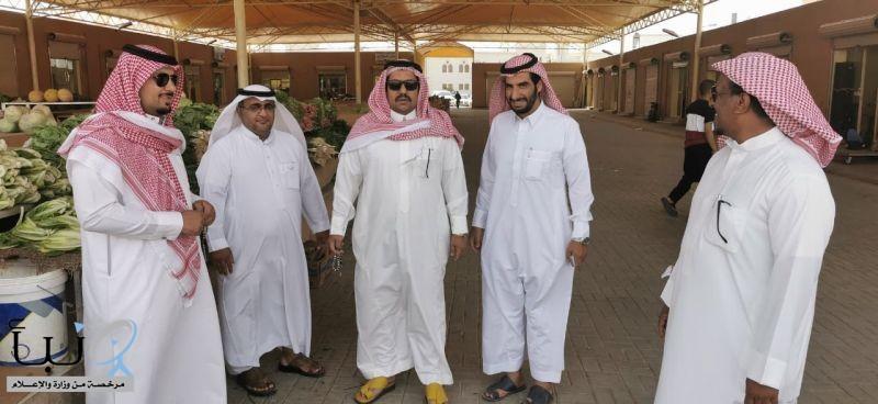 بلدية وادي الدواسر تُصادر 20 طناً من الخضار والفواكه خلال شهر رمضان