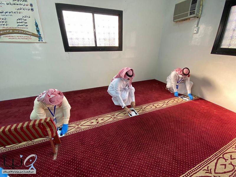 فريق تطوعي بلجنة التنمية الاجتماعية بالغايل يشارك في تعقيم وتجهيز مساجد
