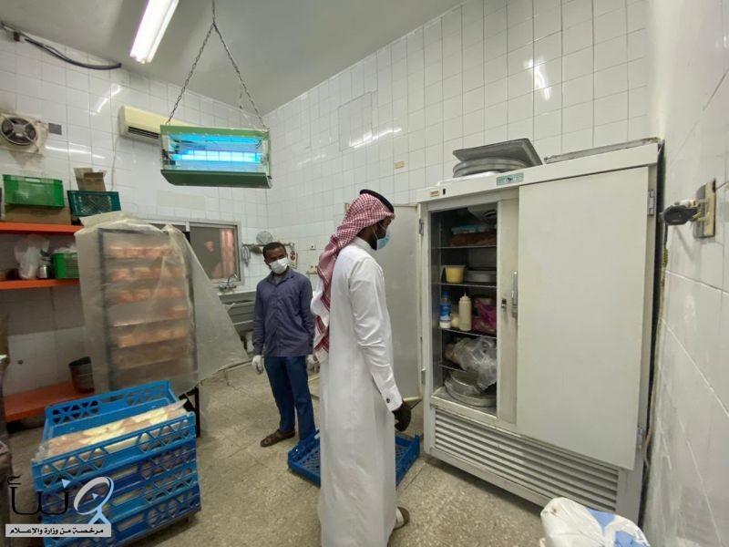 مخالفة 55 منشأة لعدم تطبيق الإجراءات الاحترازية في الأحساء