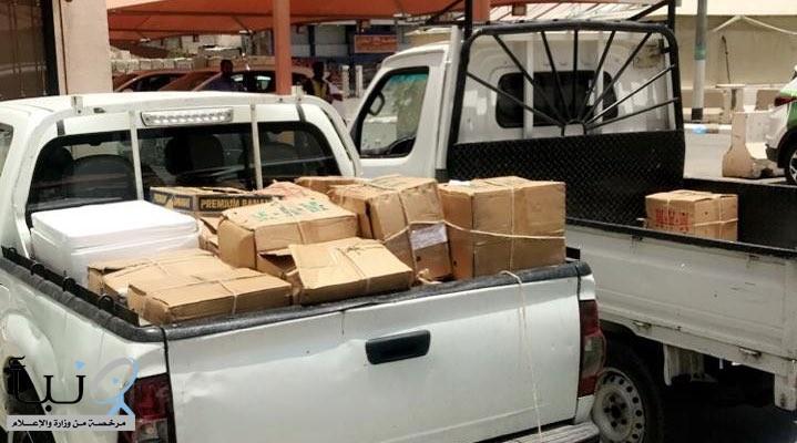 ضبط مركبتين محملتين بمواد غذائية مجهولة المصدر في مكة المكرمة
