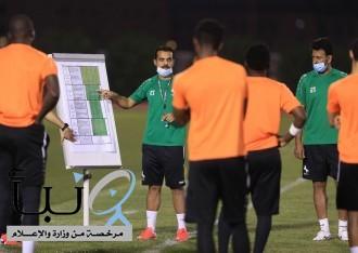 مدرب نادي الاتفاق يقرّر إقامة التدريبات على فترتين