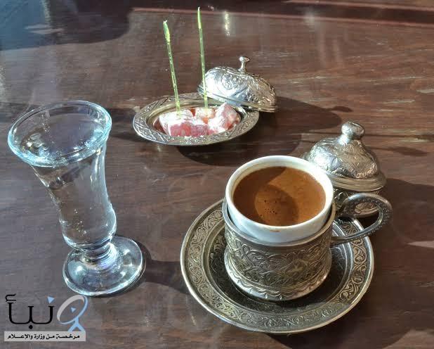 تناول كوبا من الماء بعد القهوة.. فماذا يحدث