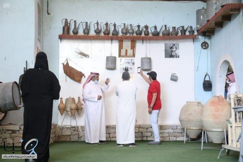 وفد سياحي يزور معالم الطائف التراثية والتاريخية