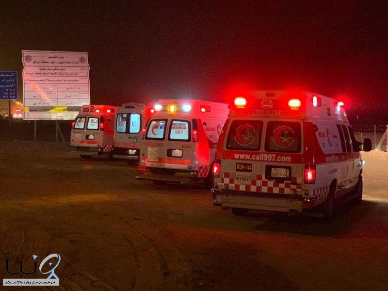 الهلال الأحمر  يباشر حادث انقلاب ينتج عنه ١٥ أصابة على طريق الرياض - سدير