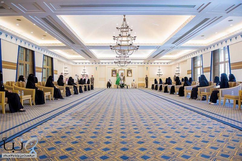 امير القصيم يكرم رئيس وأعضاء مجلس فتيات القصيم