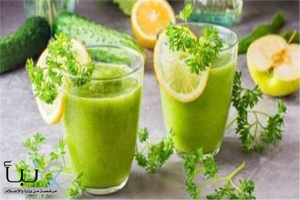 فوائد سحرية عند تناول كوب عصير البقدونس والليمون
