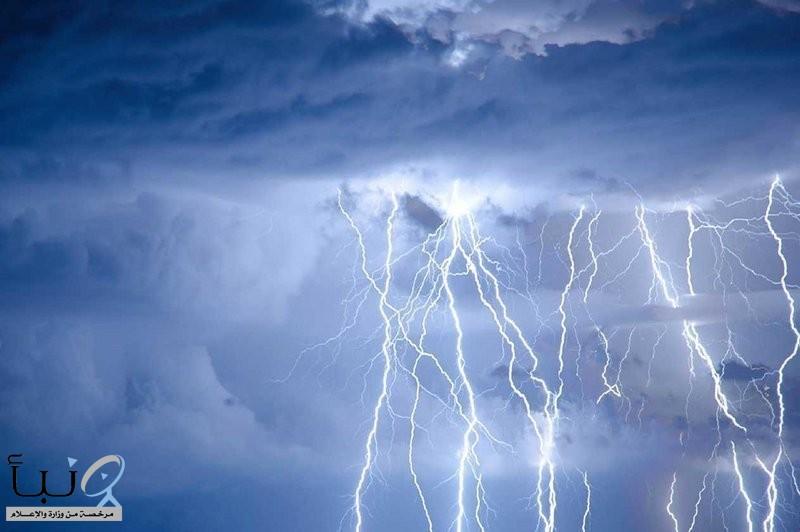 حالة الطقس: سحب رعدية ممطرة ورياح سطحية على 8 مناطق