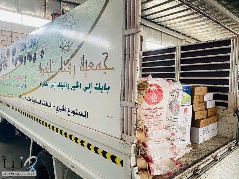 """جمعية """"وارف"""" الخيرية برفحاء توزع 300 سلة غذائية على المستفيدين من خدماتها"""