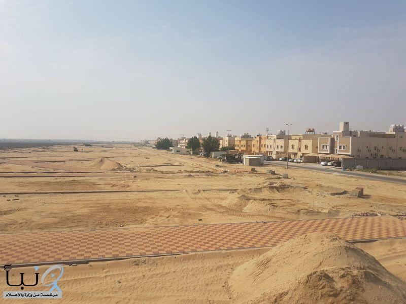 بلدية الجبيل تنجز 65 % من أعمال إنشاء ممشى ومنتزه مخطط الحمراء