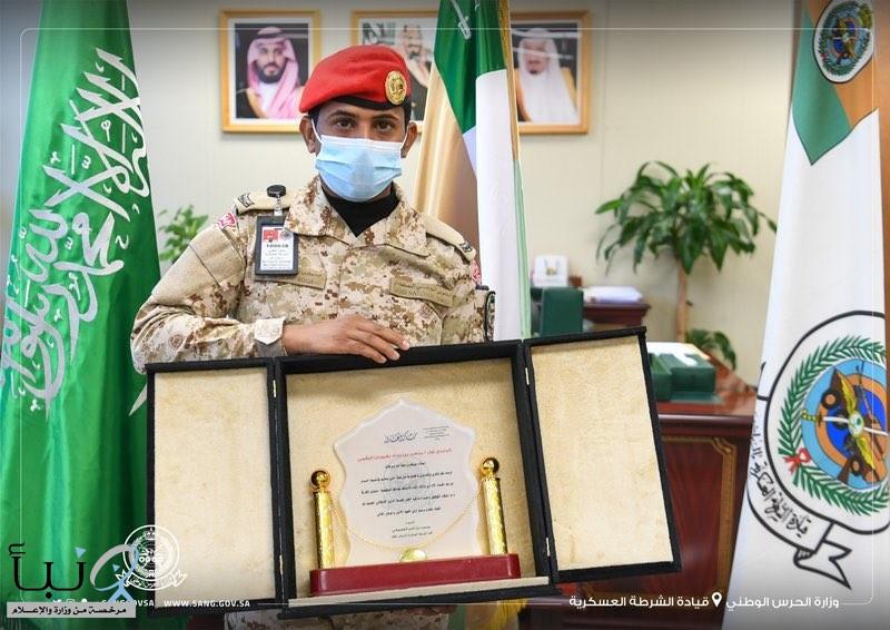 الحرس الوطني: تكريم جندي تمكّن من ضبط عملية فساد مالي