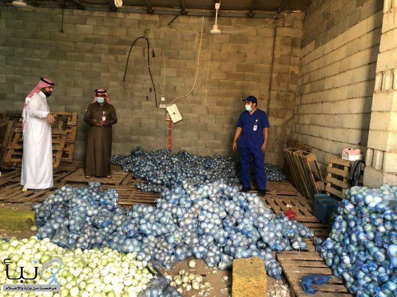 أمانة الباحة تصادر وتتلف 9183 كجم من المواد غير الصالحة للاستهلاك