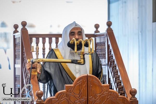إمام وخطيب المسجد الحرام : تفكر أيها الإنسان من سيكون جليسك في قبرك