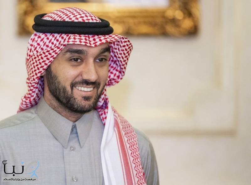 """الاتحاد السعودي للكاراتيه يهدي """"وزير الرياضة"""" الحزام الأسود الفخري"""